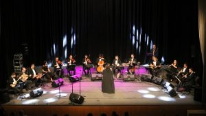Bergama'da Yeşilçam Şarkıları Hep Bir Ağızdan Söylendi