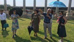 Çin Büyükelçisi'nin eşinden Kemeraltı ve Agora turu