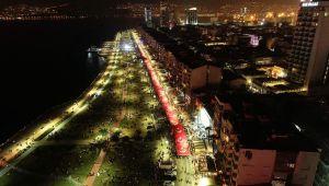29 Ekim kutlamaları İzmir'de geç saatlere kadar sürdü