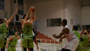 Petkimspor Manisa Büyükşehir Belediyesi'ni 79-75 mağlup etti.