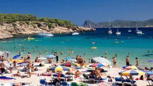 Ucuz tatil vaadiyle yüzlerce kişiyi dolandıran 23 kişi yakalandı