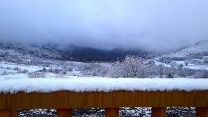 İzmir'de soğuk hava etkili oldu, yüksek kesimler beyaza büründü