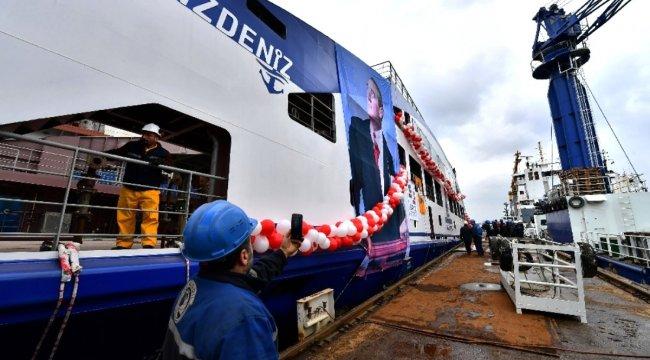 İzmir'in yeni arabalı feribotu suya indirildi