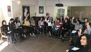 Mercedes-Benz Türk, İzmir'deki Yıldız Kızlar'la buluştu