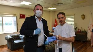 Başkan Utku Gümrükçü 3 bin maskeyi teslim etti