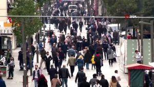 Evde kalın çağrılarına rağmen sokaklardaki yoğunluk göze çarptı