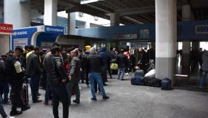 İzmir Otobüs Terminali'nde izin kuyruğu