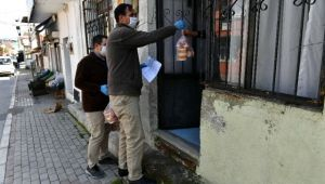 İzmir'de sosyal yardımlar artarak sürüyor