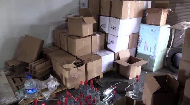 İzmir'de kaçak etil alkol imalathanesine operasyon