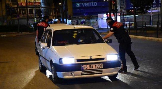 İzmir'de, yasak sonrası polisten 'maske' denetimi