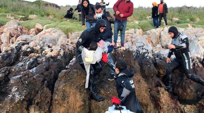 İzmir'de Yunan sahil güvenliğinin Türk kara sularına ittiği sığınmacılar kurtarıldı