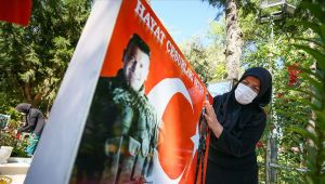 Şehit yakınları Ramazan Bayramı'nın ilk günü evlatlarının mezarına koştu