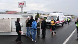Tarım işçileri taşıyan minibüs devrildi: 5 yaralı