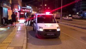 Bacaklarından vurulan 2 kişi hastaneye kaldırıldı