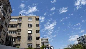 Eğik binalar yıkılmadı, Bostanlı'da endişe devam ediyor
