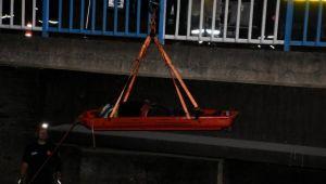 İzmir'de dereye düşen şahıs ağır yaralandı