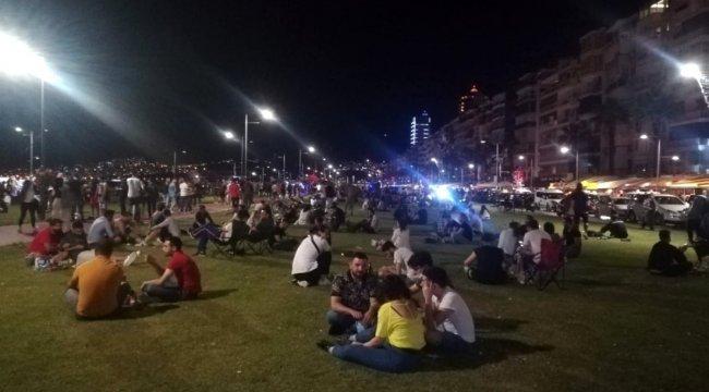 İzmir Kordon'da yoğunluk devam ediyor