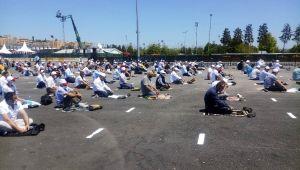 Ayasofya'ya gidemeyenler cuma namazını Yenikapı'da kıldı