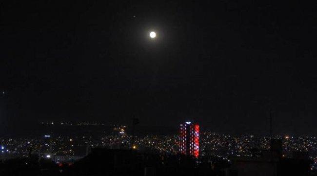 Dolunay İzmir'de böyle görüntülendi