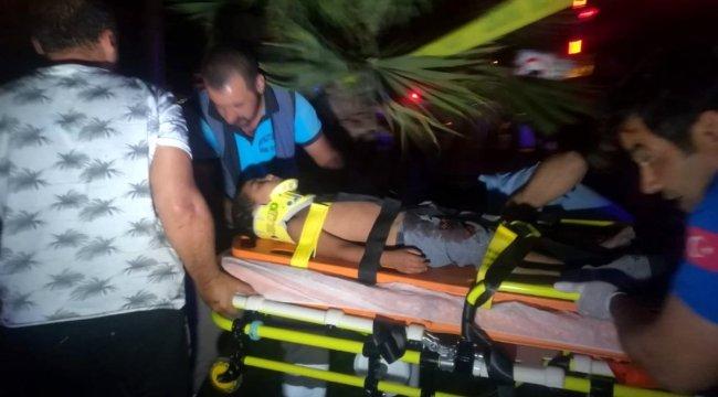 Otomobil ile belediye otobüsü çarpıştı: 2'si çocuk toplam 5 kişi yaralı 1 ölü