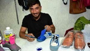 'Ayakkabı doktoru', yıpranmış ayakkabıları ilk günkü haline döndürüyor