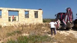 Çeşme'de sit alanına inşa edilen taş bina yıkıldı