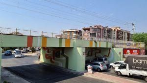 İzmir'de alt geçitlere renk geldi