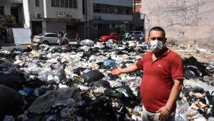 İzmir'de sanayi bölgesinde çöpler, yola taştı