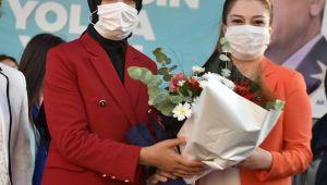 AK Parti Aliağa Kadın Kollarında Şule Akman Yıldırım, güven tazeledi