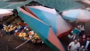 Deprem anı, pazardaki mobese kameralarına yansıdı