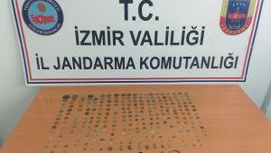 İzmir'de bir otomobilde yapılan aramada 284 tarihi eser ele geçirildi