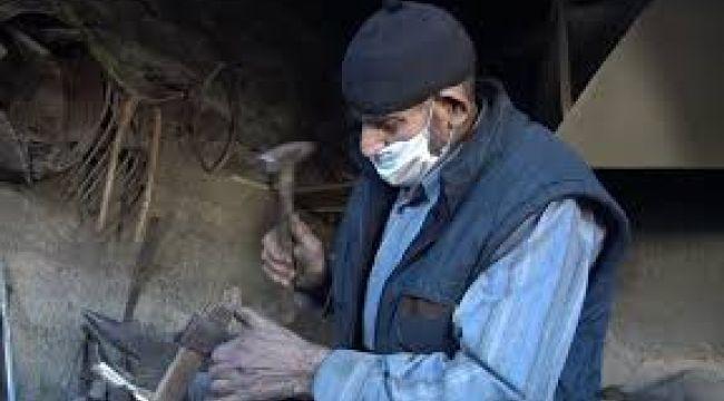 85 yaşındaki Mehmet usta ömrünü demirciliğe adadı