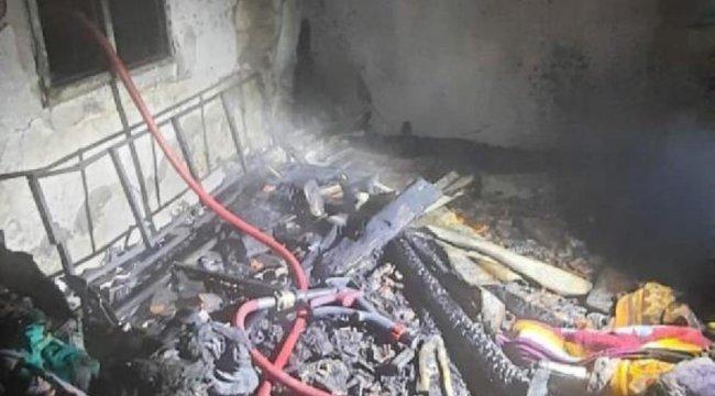İzmir'de tek katlı ev yanarak kül oldu