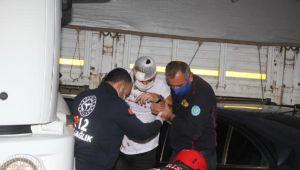 Manisa'da TIR ile otomobil çarpıştı 1 ağır yaralı