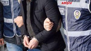 Eşini darbedip bıçakla tehdit ederken suçüstü yakalanan zanlı tutuklandı