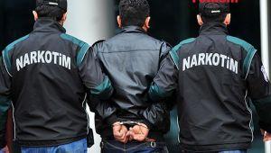 İzmir'de bir otomobilde 4 kilo 250 gram uyuşturucu ele geçirildi: 2 gözaltı