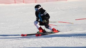İzmirli kayakçı Lal madalyaya doymuyor