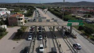 Çeşme'de 'tam kapanma' öncesi trafikte yoğunluk yaşanıyor