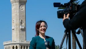 İzmirli gazeteci Efsun Yılmaz, 'yaşam haberlerini' kitaplaştırdı