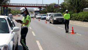 Tam kapanmanın ilk gününde İzmir polisinden sıkı denetim