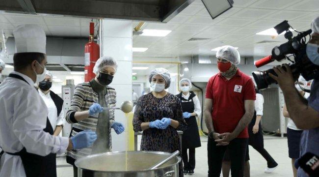 DEÜ, İzmir Valiği ile 500 aileye iftar menüsü hazırladı