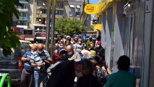 PTT şubesi önünde uzun kuyruk: 'Korkumdan kuyruktan geri çıktım'